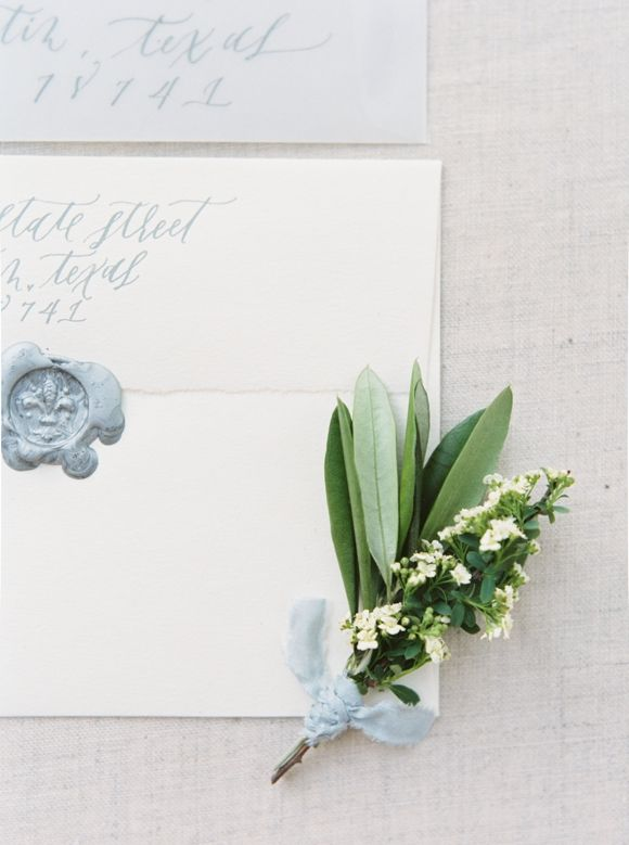 Timeless Outdoor Wedding Inspiration with Romantic Florals | Wedding Sparrow | Michelle Boyd Photography