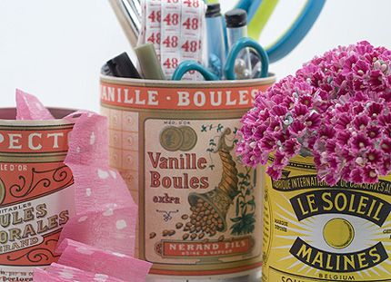 Free downloadable vintage tin can labels; use them to cover old modern cans and use the refurbished tins as vases, pen holders or for other organisational purposes. Easy #DIY