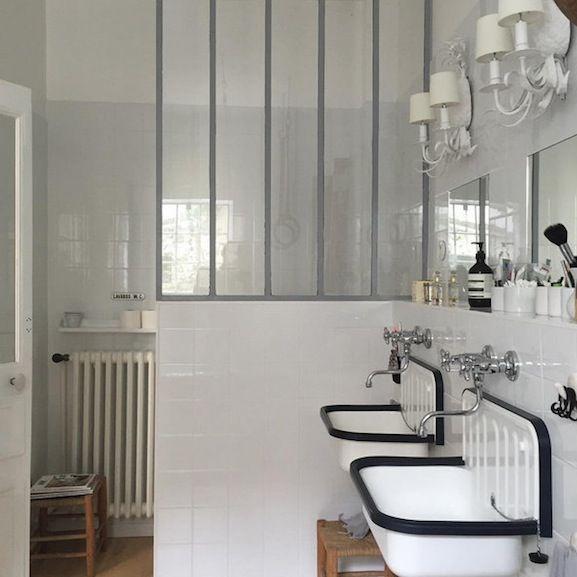 Compte Instagram Nomibis salle de bains retro vintage verriere deco brocante