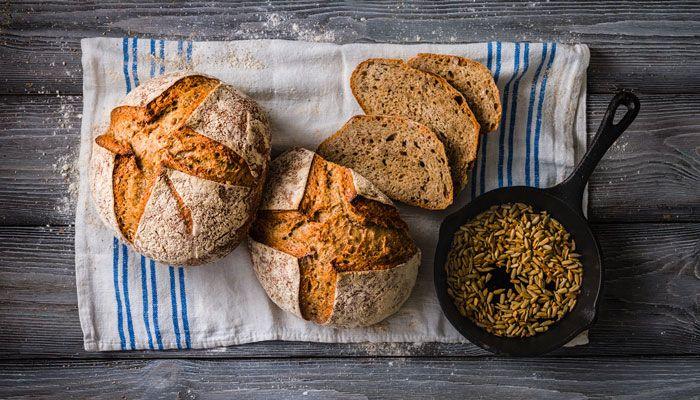 Under lördagen är det dags att fira surdegsdagen och vi firar med tre recept på surdegsbröd från landets bästa bagare.