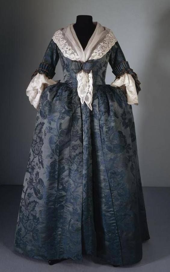 Robe à l'anglaise c. 1780. Possibly reworked from an earlier gown.