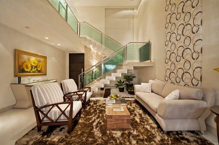 Navegue por fotos de Salas de estar minimalistas: Sala de Estar. Veja fotos com as melhores ideias e inspirações para criar uma casa perfeita.