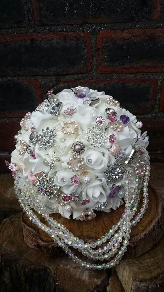 White rose and detail brides bouquet www.dawniesweddingbouquets.co.uk.🌸