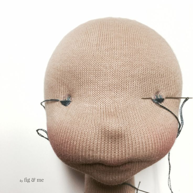 How to embroider doll eyes, a mini tutorial by Fig and me, with some handy tips.