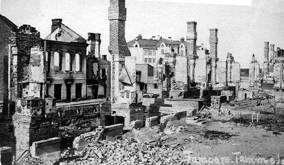 Tampereen kaupungin Tammelan kaupunginosaa Suomen sisällissodassa keväällä 1918 käydyn Tampereen taistelun jälkeen / Tammela district of the City of Tampere after the Finnish Civil War in 1918.