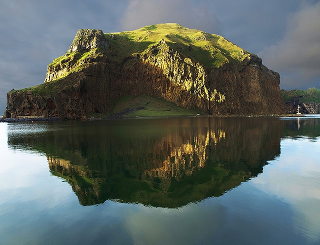 Heimaklettur, Iceland - photo by Diddy via Flickr.