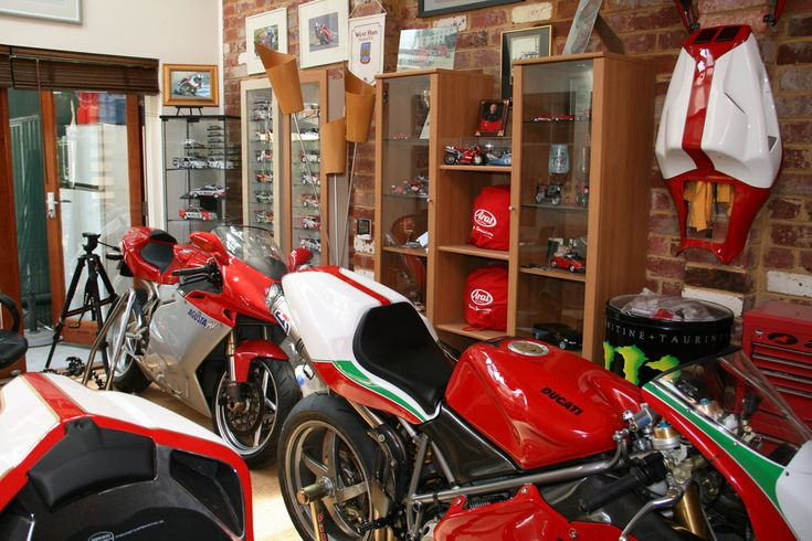 cave decorating ideas mancave art pinterest ducati. Black Bedroom Furniture Sets. Home Design Ideas