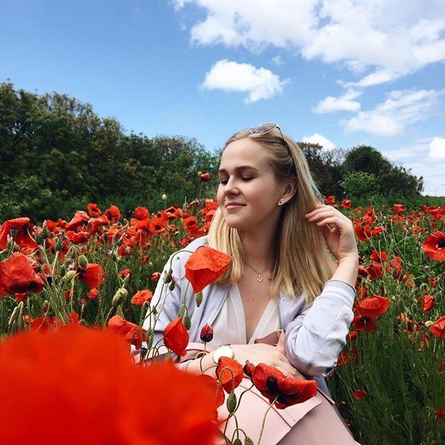 Последний день в Крыму... уже вечером полетим домой✈️ сегодня у нас выходной и мы гуляли в Херсонесе - смотрите сториз!)) там красота❤ а ещё это поле с маками... схожу с ума😳🌺#arinalenatrip