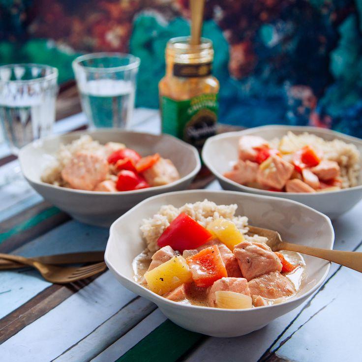 En fantastisk god laxgryta med kokosmjölk, ananas och mango chutney. Receptet på lax är lättlagat och tar endast 25 min. Receptet finner du på Tasteline.