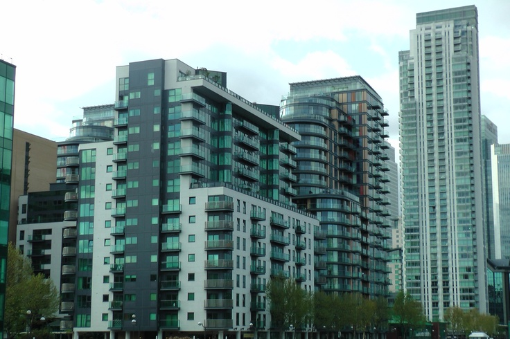 www.girlbanker.com, large block of flats (apartments) in Canary Wharf