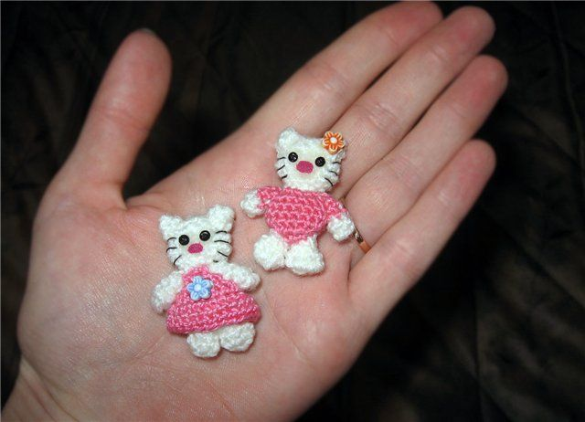 mini crochet amigurumi Hello Kitty like - not english