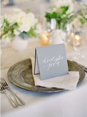 Love the tented place card that doubles as a menu :: PS Paper, Neither Snow and Laurie Arons Special Events. Also love the plate.