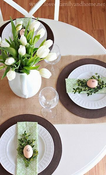 Sweet and Simple: Easter Tablescape Ideas #flowers #centerpiece #Spring #sweetandsimple #entertaining