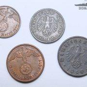Lote 4 monedas Tercer Reich compuesto por:  1 moneda de 10 Reichspfennig de 1940 ceca D aluminio-bronce  1 moneda de 5 Reichspfennig de 1940 ceca G aluminio-bronce  1 moneda de 2 Reichspfennig de 1937 ceca A bronce  1 moneda de 1 Reichspfennig de 1939 ceca J bronce