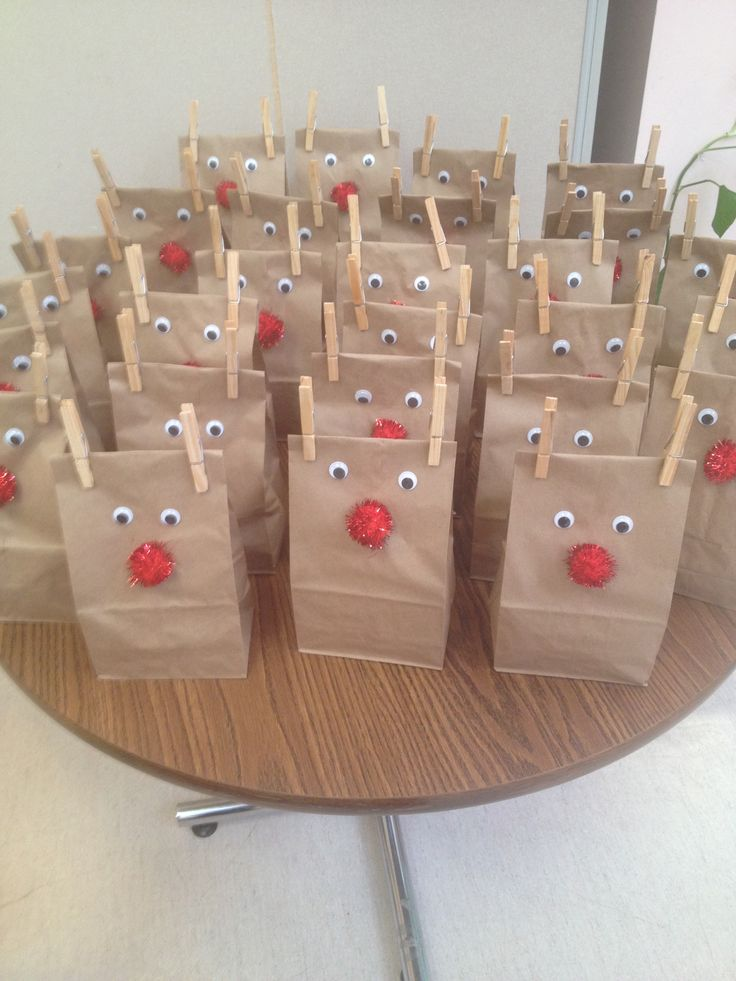 Inexpensive Christmas Party Ideas Part - 30: Christmas Reindeer Snack Bags.