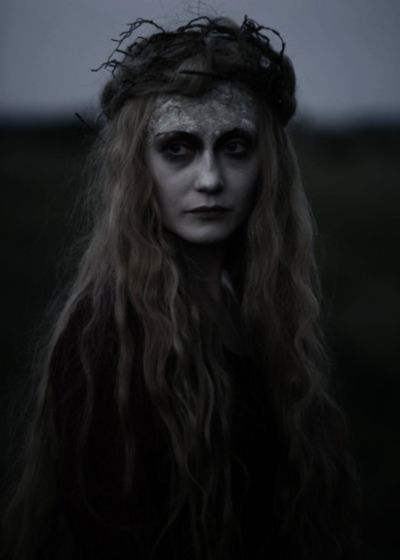 .: Halloween Witch, Dark Eye, Apples Girls, Ghosts, The Queen, Mystery Photography, Shadows, Costumes Ideas, Character Development