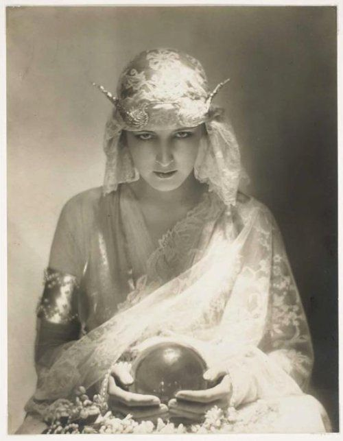 Vintage photograph - 1920's fortune teller from http://thatbohemiangirl.tumblr.com/post/17938032886/my-bohemian-history-dolores-modeling-by-adolf-de