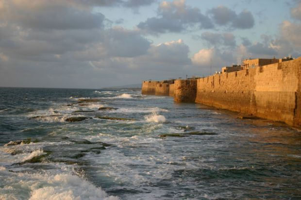 Крепостная стена вокруг приморского города Акко была возведена в 950 году. Фото Israel Tourism Ministry