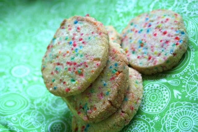 Confetti Cookies  185g butter  160g sugar  1tsp vanilla  1 egg  280g plain flour  100g 100s + 1000s