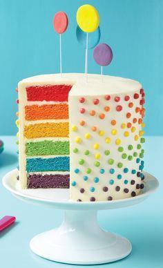 El pastel de el arco iris es muy delicioso y interesante pero el pastel es muy dificil hacer