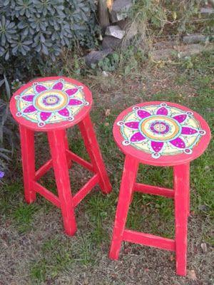 En lo de la Tata: Banquetas pintadas mandalas