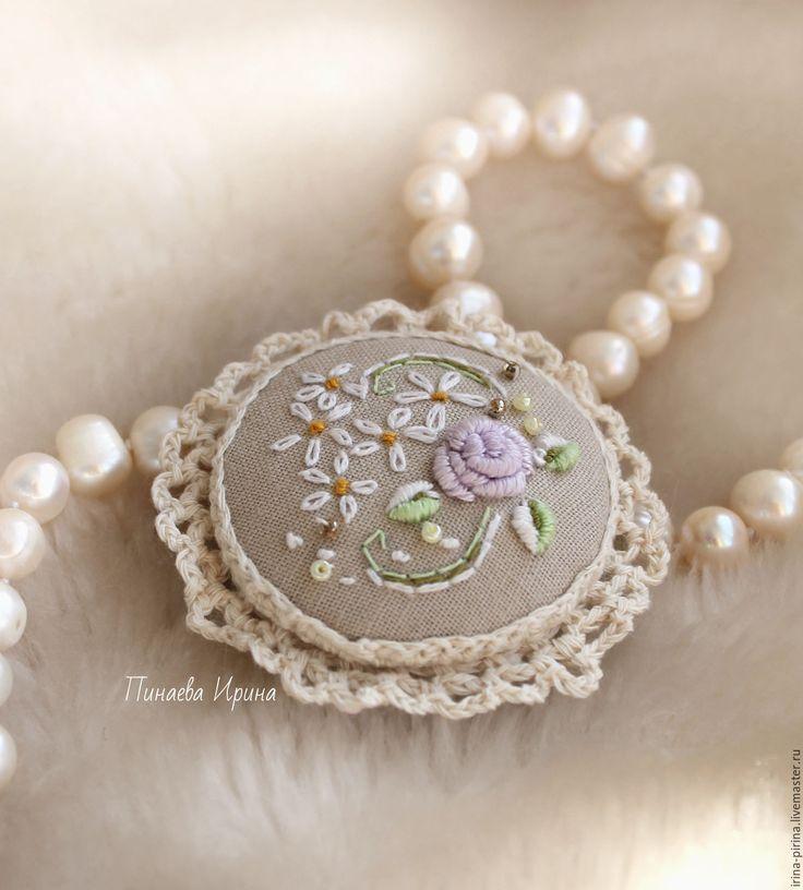 """Embroidered brooch / Купить Вышитая брошь """"Эмили"""" - бежевый, белый, кремовый, нежность, броши, украшения, брошки"""