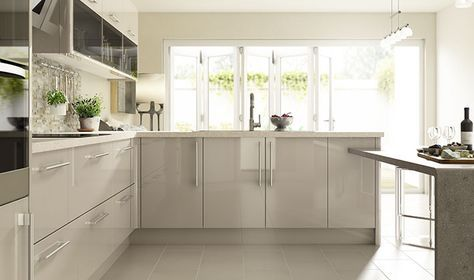 Wickes Glencoe Cashmere's cool colouring and high gloss finish offer the the ultimate in urban style - perfect for the modern home.