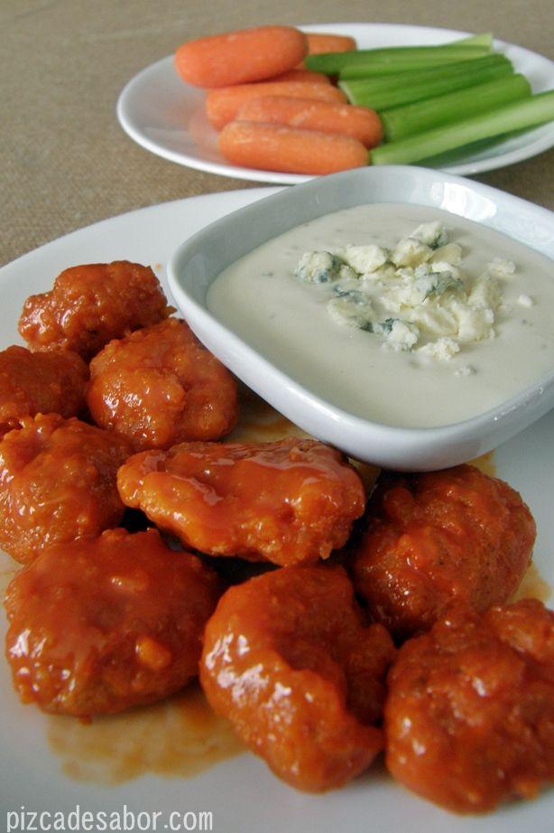 Boneless buffalo chicken o pedacitos de pollo empanizados estilo buffalo www.pizcadesabor.com