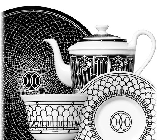 Hermès - H Déco The Art Deco wrought-iron friezes, which adorn the Hermès 24 Faubourg and rue de Sèvres stores, inspired H Déco, a very Parisian tea service. The service is stamped with the initials HH, around which an intricate black and white decoration spirals.