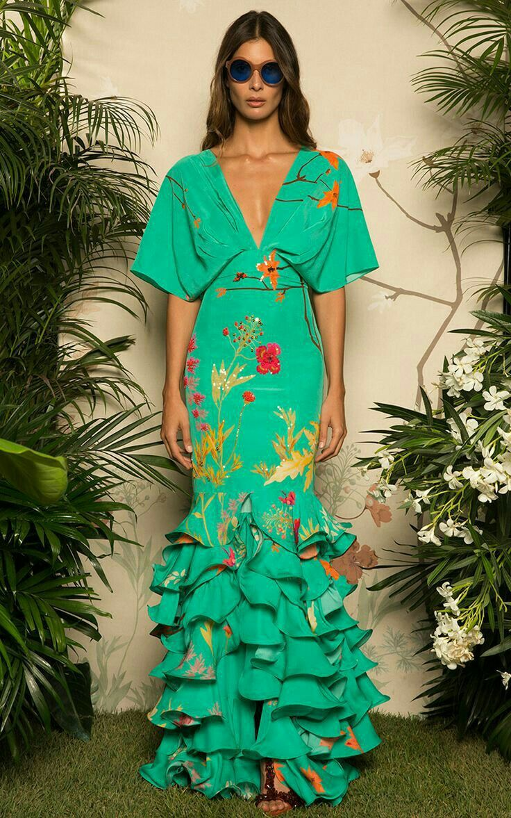 7ea578975 Roupas De Festa, Moda Festa, Vestido Godê, Moda Conceitual, Vestidos  Florais, Tops De Crochê, Para Costurar, Babados, Folclore