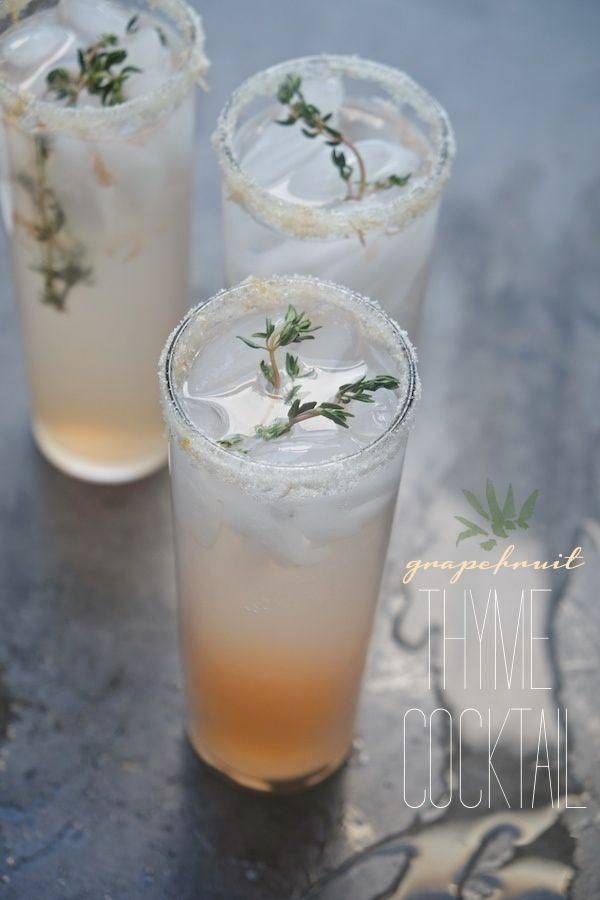 Grapefruit Thyme Cocktail: steeped thyme in simple syrup makes this grapefruit cocktail easy to throw together anytime - great to pre-make or make a pitcher full for a crowd.