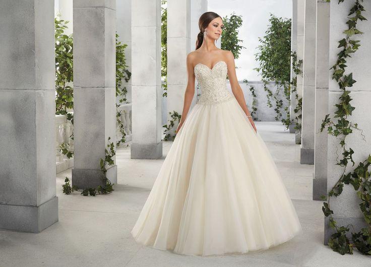 FABIENNE Suknia ślubna Princess od Madelina Gardner z błyszczącym gorsetem Niesamowita suknia, z gorsetem wyszywanym kryształkami i dekoltem w kształcie …
