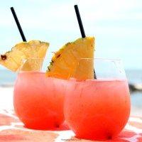 Tropical Rum Punch Recipe Ingredients 1 ounce Malibu® Red Rum 1 ounce Cruzan® mango rum 1.5 ounces cranberry juice 1.5 ounces orange juice 1.5 ounces pineapple juice ice pineapple slices for garnish