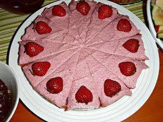 """Láska na tanieri 2: """"Raw"""" jahodová torta :-)"""