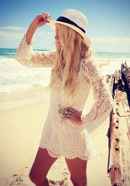 The lacy top is the right fix for the beach:) I so want to be there.