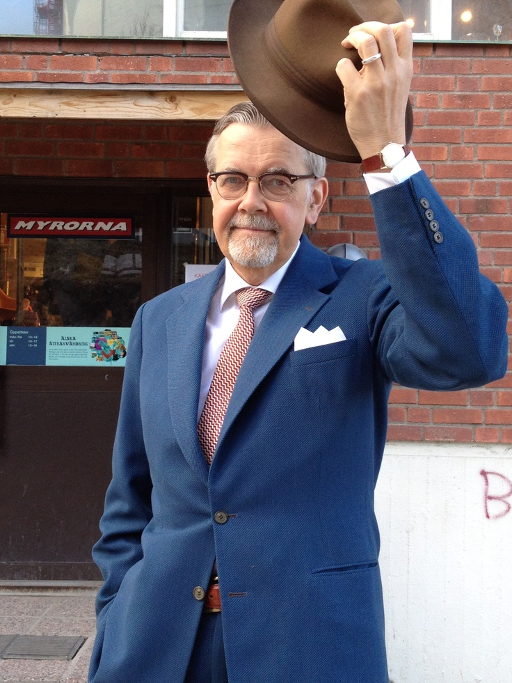 kurvig ledsagare kostym i Stockholm