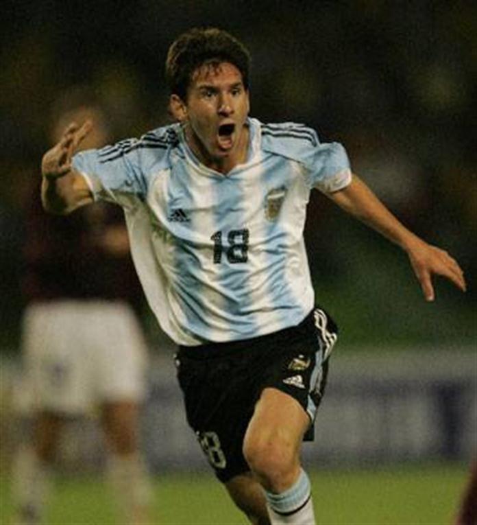 """""""Soy chico y veo al fútbol como un divertimento""""  En el Mundial Sub 20 de Holanda, Messi se llevó todos los premios: goleador y figura."""