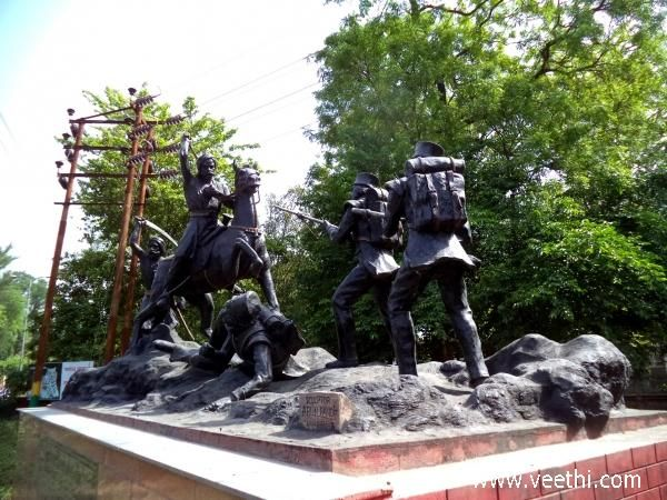 A Statue Showing The Fight By Independence Fighters, Meerut