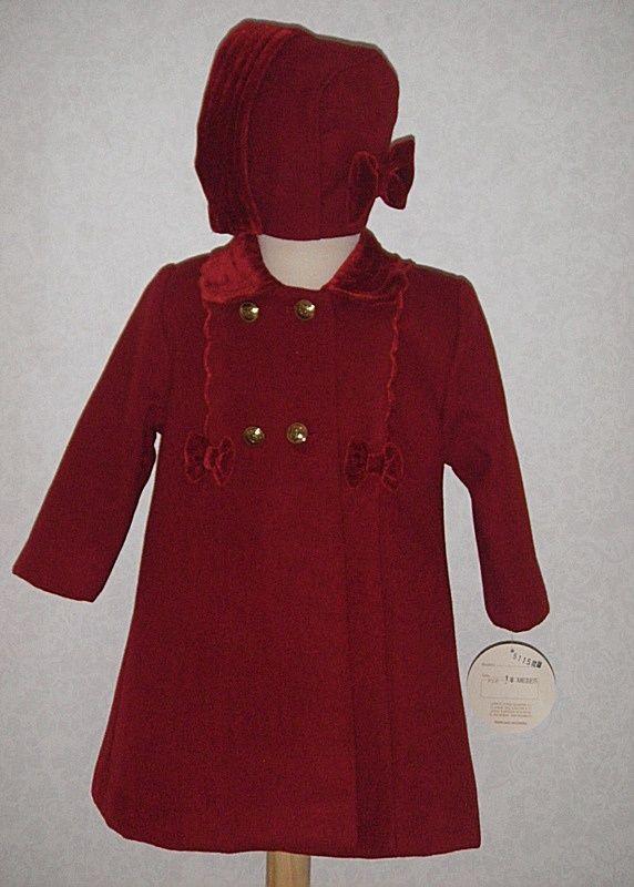 Abrigo de paño color granate para niña con capota a juego. Tallas desde 12 meses a 36 meses.