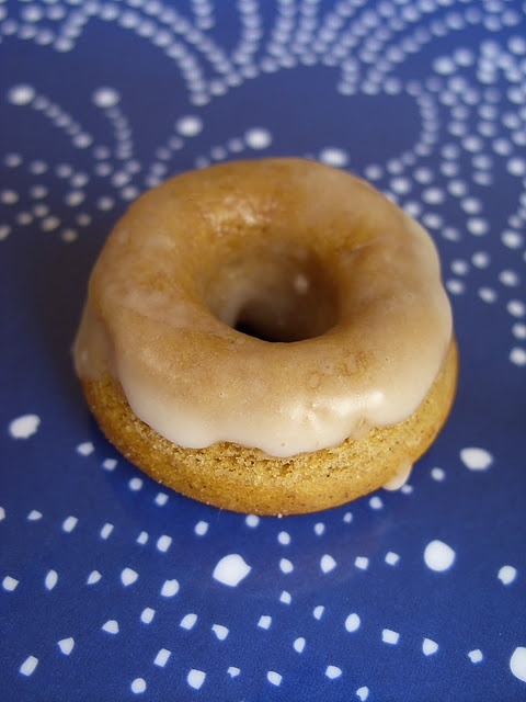 Vegan Mini Pumpkin Spice Donuts with an Apple Glaze: Pumpkin Spices, Vegans Donuts, Minis Dog Qu,  Beigel, Sweet Tooth, Vegans Breakfast, Minis Pumpkin, Spices Donuts, Apples Glaze
