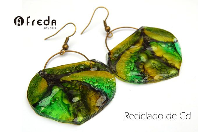 FREDA. Reciclado de cd . Aros bolcitos