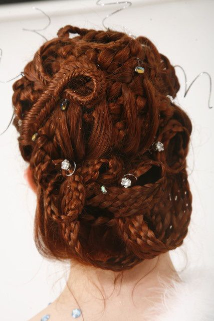 - My eyes opened to incredible beauty and versatility of braids after watching the White Queen. The Queen's mother's hair styles – Jacquetta (Elizabeth Woodville's mom) were … Historical Hairstyles, Medieval Hairstyles, Up Hairstyles, Pretty Hairstyles, Braided Hairstyles, Braided Updo, Wedding Hairstyles, Elizabeth Woodville, Medusa Hair
