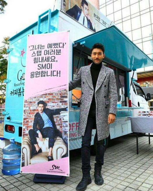 """Choi Siwon Thanks SM Entertainment for Sending a Snack Truck to """"She Was Pretty"""" Set"""