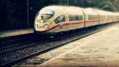 Die Deutsche Bahn will ab dem 1. Oktober bei Nutzern von Online- oder Handytickets zusätzlich zur Bahncard einen amtlichen Ausweis sehen.