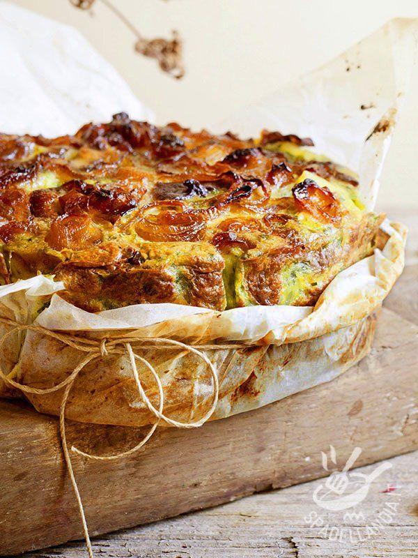 Savory tart of onions and beets - La Torta di cipolle e bietole è il trionfo della genuinità della cucina povera contadina, a base di semplici ingredienti dell'orto e della dispensa. #tortasalatacipolle #tortasalatabietole