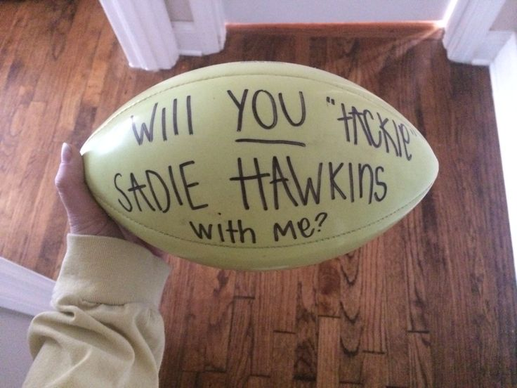 A way to ask a football player to Sadie Hawkins