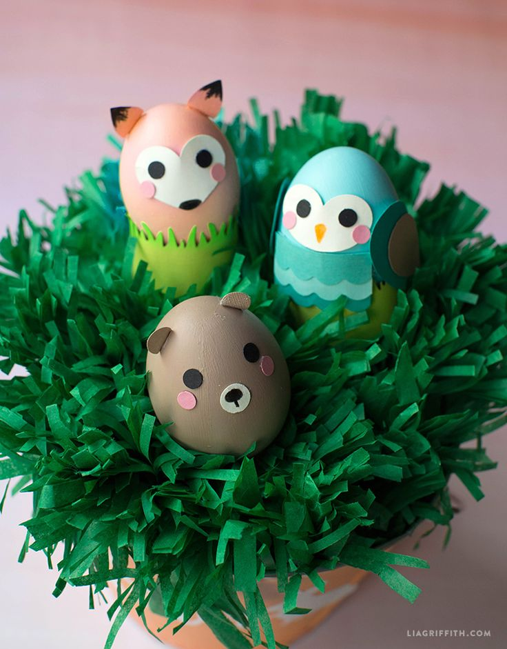 Looking for Easter egg hunt ideas? Make these adorable DIY Easter eggs painted as woodland animals designed by handcrafted lifestyle expert Lia Griffith!