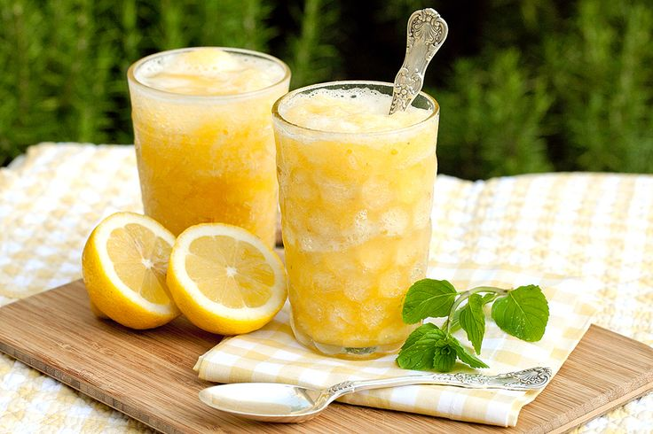 Sunshine Slush - simple syrup, fresh bananas, frozen concentrates of orange juice & lemonade, pineapple juice, a dash of fresh lemon, and club soda.