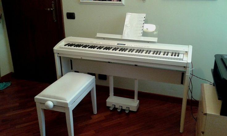 PIANOFORTE KAWAI ES7 BIANCO CON MOBILE COMPLETO