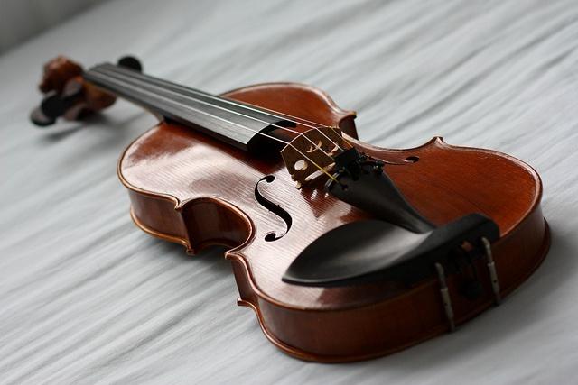 The Red Violin by Kimimaro Sama, The Red Violin  Full size Stradivari violin made in Hong Kong 2005  Luthier: McCann  85mm at f/3.2